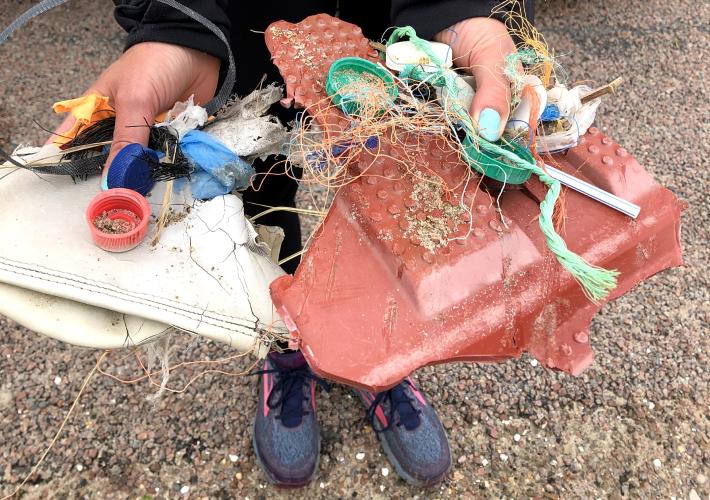 fjerne plastik langs kysten